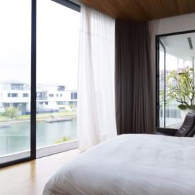 спальня с двумя окнами идеи виды