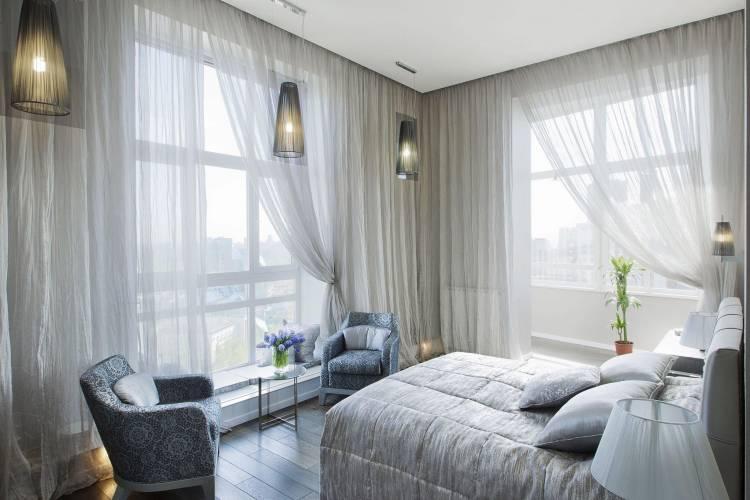 спальня с двумя окнами интерьер идеи