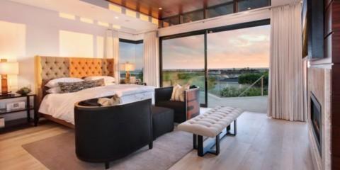 спальня с двумя окнами обзор фото
