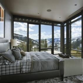 спальня с двумя окнами варианты фото