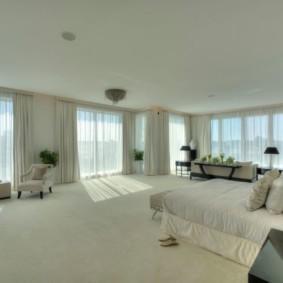 спальня с двумя окнами виды дизайна