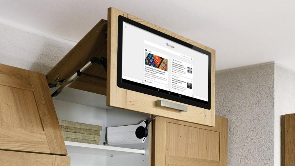 телевизор на кухне на полке