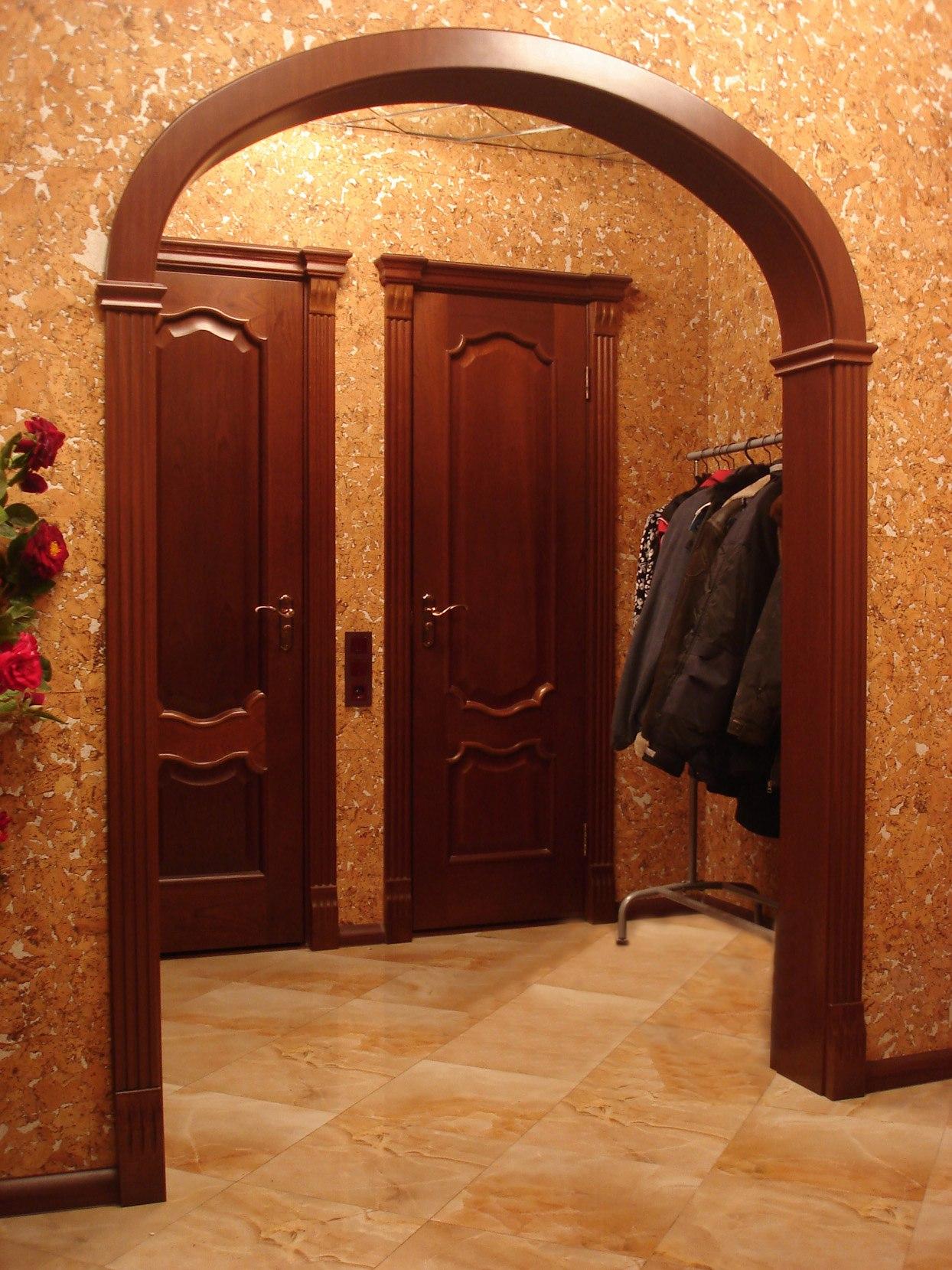 известные красивые дверные проемы в прихожей фото этом