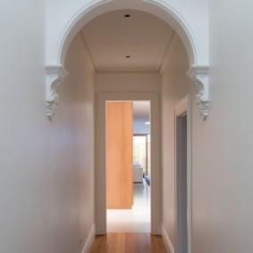 арка в коридоре узком