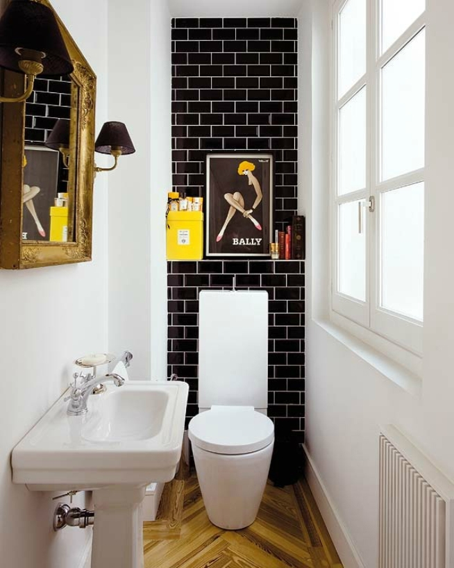 Черно-белый интерьер туалета в частном доме