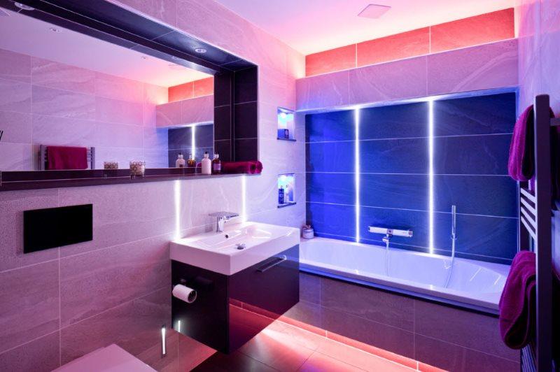 Цветная подсветка в интерьере современной ванной