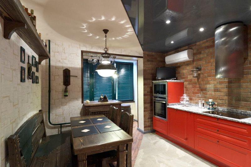 Черно-белый потолок в кухне с деревянной мебелью