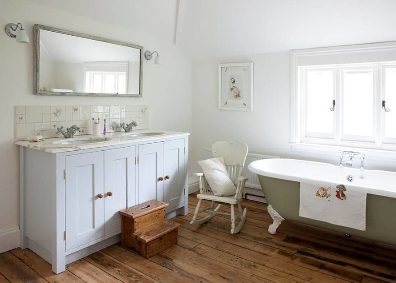 Дощатый пол в ванной частного дома