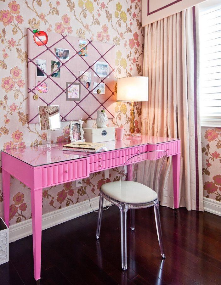 Компактный туалетный столик розового цвета для девочки
