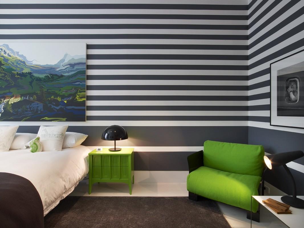 дизайн спальни 12 кв м обои в полоску