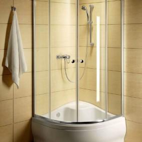 душевая кабина в ванной комнате фото