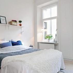 два окна в спальне дизайн фото
