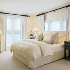 два окна в спальне фото интерьер