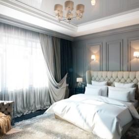 спальня в стиле неоклассика потолок