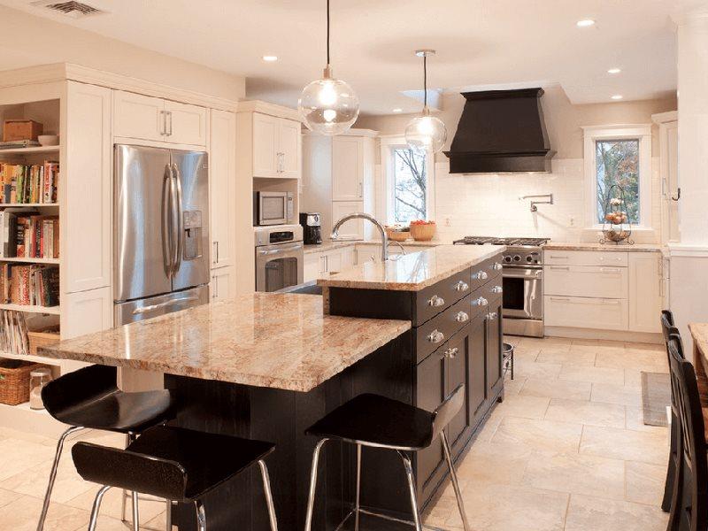 Кухня модерн с островом в двух уровнях