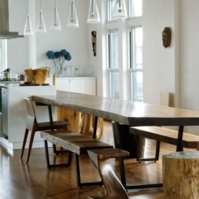 Деревянная мебель с лакированными поверхностями