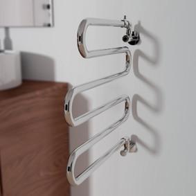 электрический полотенцесушитель в ванную дизайн фото