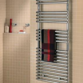 электрический полотенцесушитель в ванную дизайн идеи