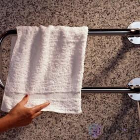 электрический полотенцесушитель в ванную фото идеи