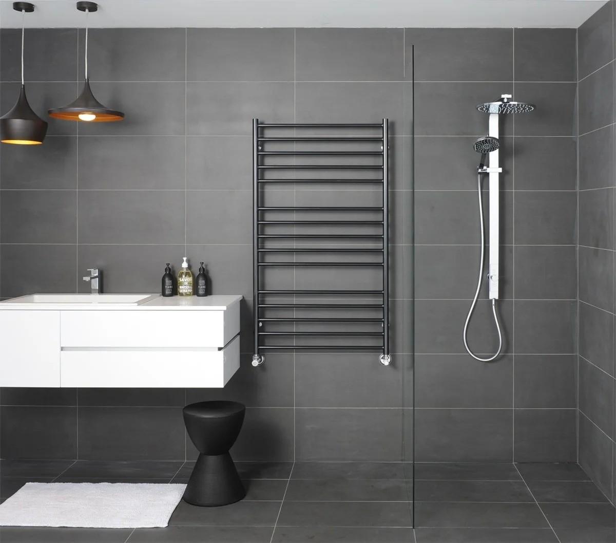 электрический полотенцесушитель в ванную фото интерьер