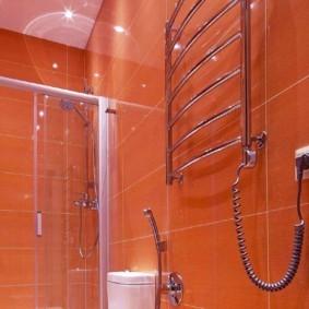 электрический полотенцесушитель в ванную интерьер фото