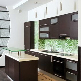 Дизайн кухни с отделкой из ламинированных панелей