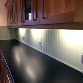 Реечные панели на кухонном фартуке