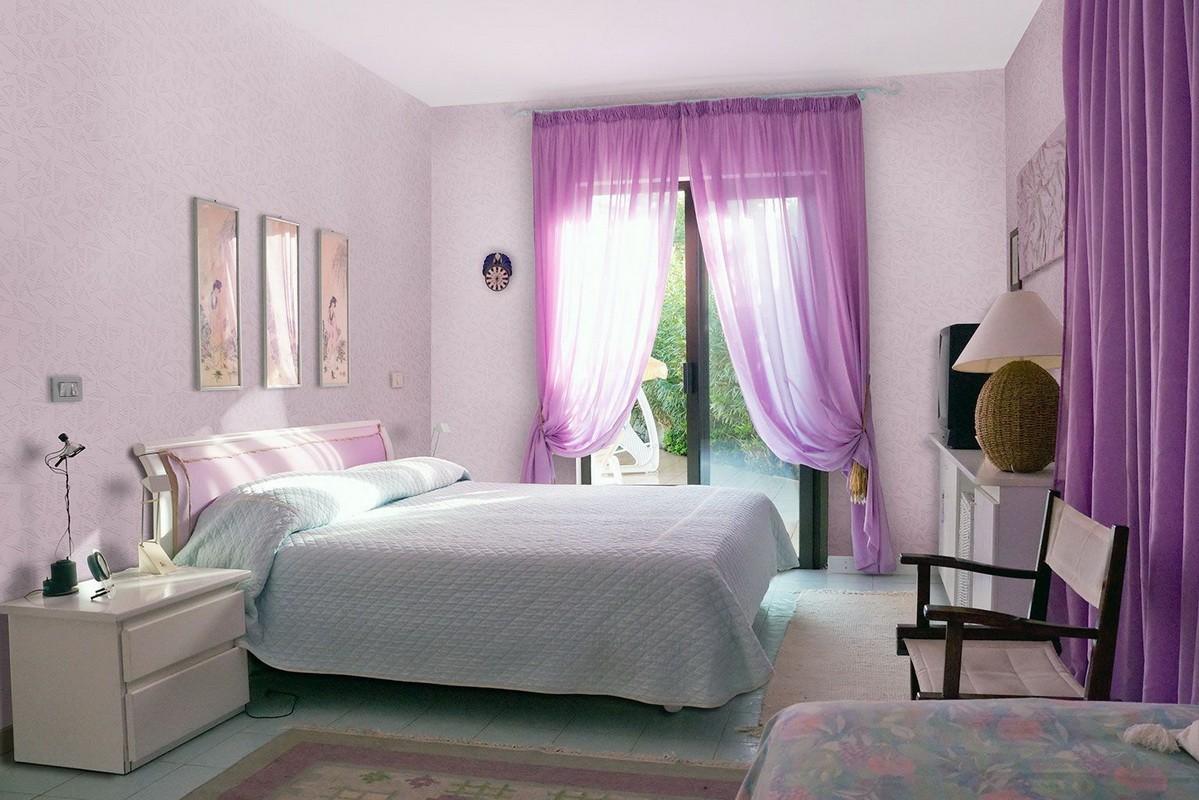 фиолетовая спальня декор