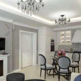 Дизайн кухни-гостиной с двумя люстрами