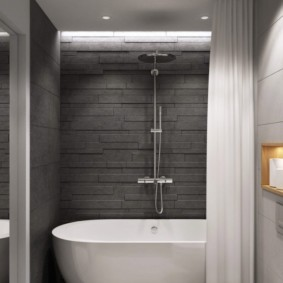 Белая ванна в комнат с серой плиткой