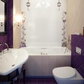 Белая сантехника в ванной площадью 2 кв метра