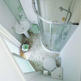 Интерьер ванной комнаты квадратной формы