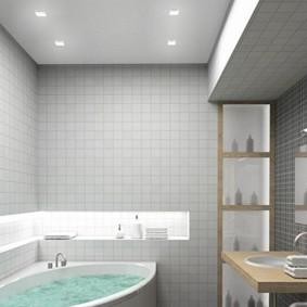 Ниша с подсветкой на белой ванной