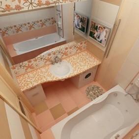 Интерьер ванной с большим зеркалом
