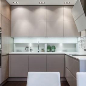 Яркая подсветка рабочей зоны кухни
