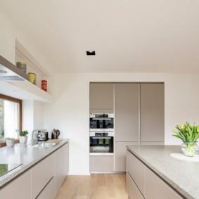 Кухонный гарнитур со столешницами из искусственного камня