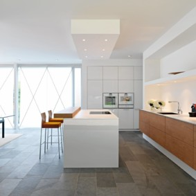 Точечные светильники в рабочей зоне кухни