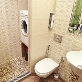 Стиральная машинка в нише ванной