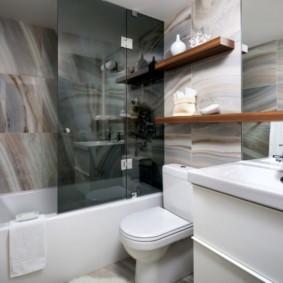Деревянные полки для туалетных принадлежностей
