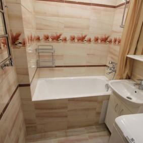 Полотенцесушитель на стене в ванной