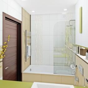 Квадратные светильники на потолке ванной