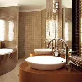 Шоколадная плитка в интерьере ванной