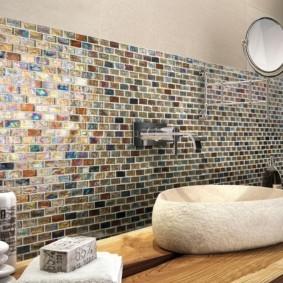 Хозяйственное мыло на полотенце в ванной комнате