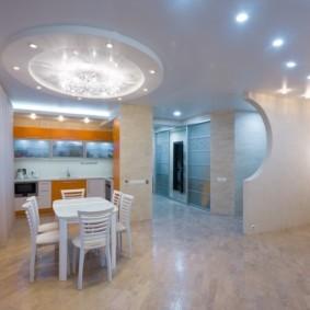Освещение кухни с белым потолком