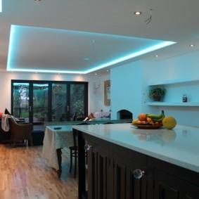 Декоративная подсветка кухни в загородном доме