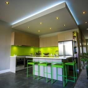 Зонирование кухни потолочными конструкциями