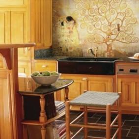 Декоративное панно из цветной мозаики