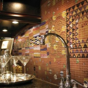 Восточные орнаменты на кухонном фартуке