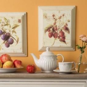 Декор стены картинами ручной вышивки