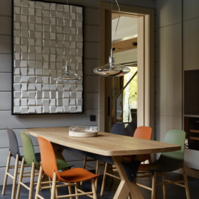 Кухонные стулья с разноцветными спинками